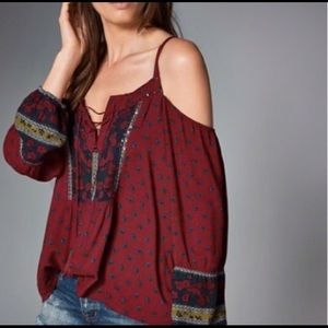 Abercrombie & Fitch Tops - Printed Cold Shoulder Top
